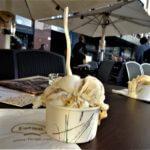 バルセロナのカタルーニャ広場辺りでアイスクリーム